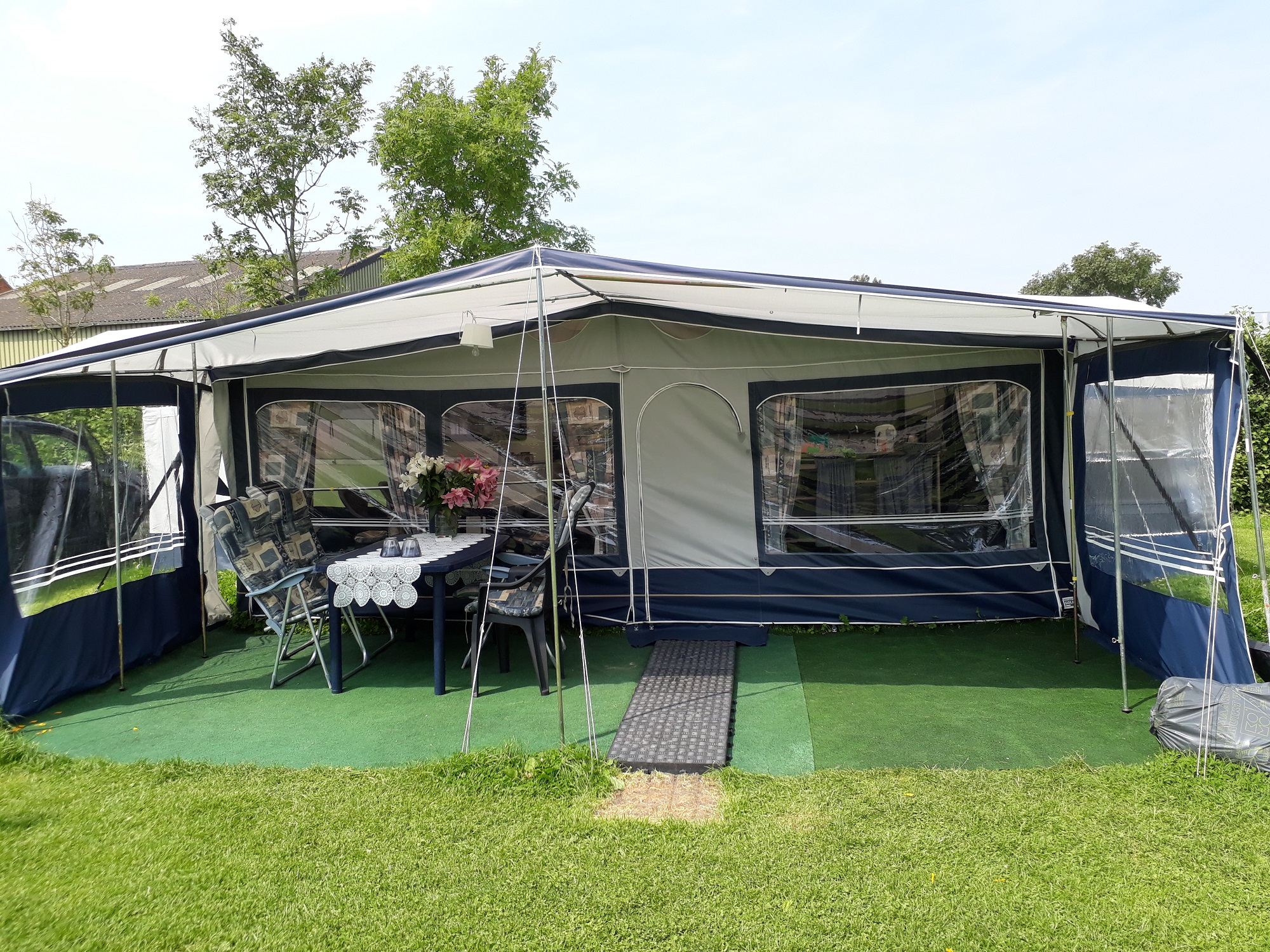 Caravan Met Ruime Voortent 6 8 Persoons Camping Schoolzicht